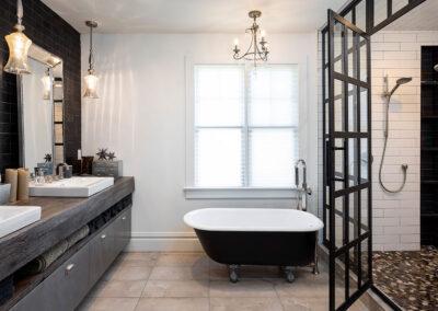 weiß und schwarz Badezimmer